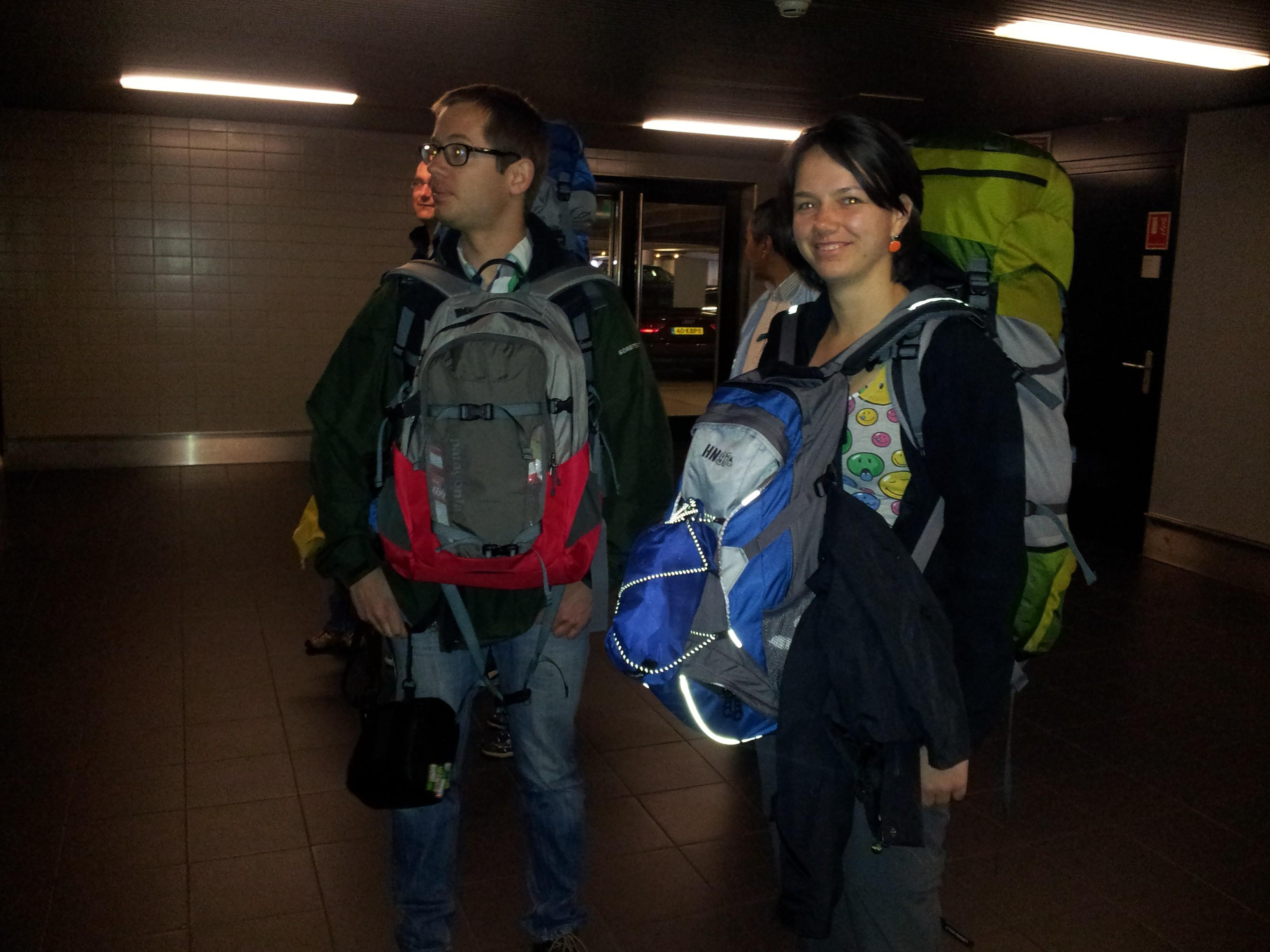 Wij op Schiphol, klaar voor vertrek!
